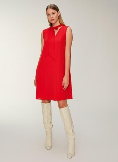 NGSTYLE Bağcık Yakalı İnce Krep Elbise Kırmızı